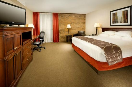 Drury Inn Shawnee Mission Merriam: King Deluxe Room