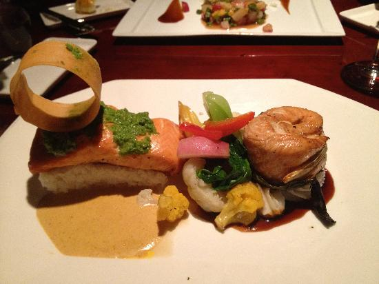 Wild Mango Restaurant and Bar: Asian Pesto Salmon Duo