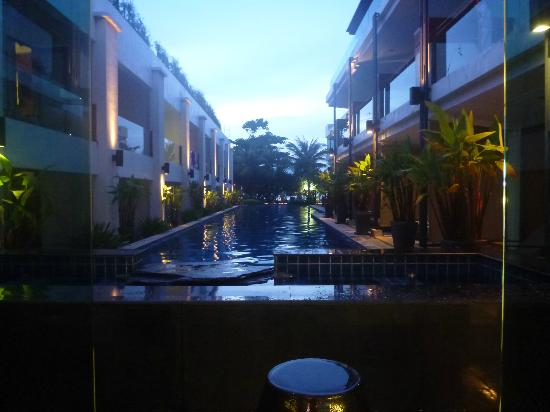 ลา ฟลอร่า รีสอร์ท: Reception overlooking the pool on the other side