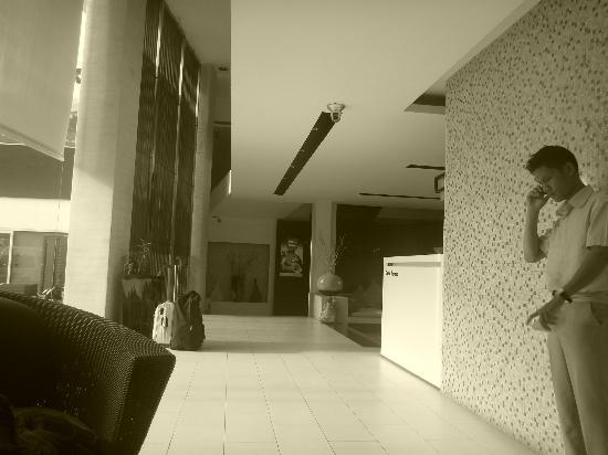 La Flora Resort Patong: Reception area 