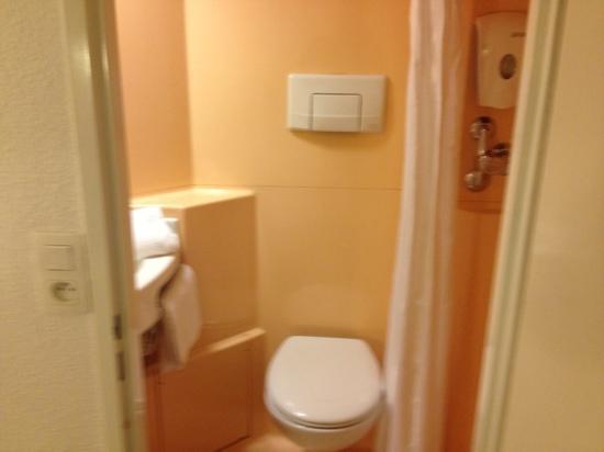 Premiere Classe Roissy - Villepinte - Parc Des Expositions: salle de bain