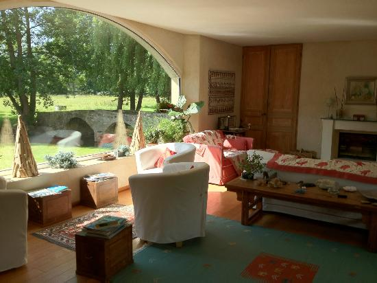 Moulin de Hard: Living room with view on to the grounds