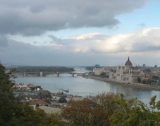 Free Budapest Walking Tours: View of Parliament from Buda