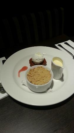 Seamill Hydro: Warm Apple and Raspberry Crumble with Crème Anglaise