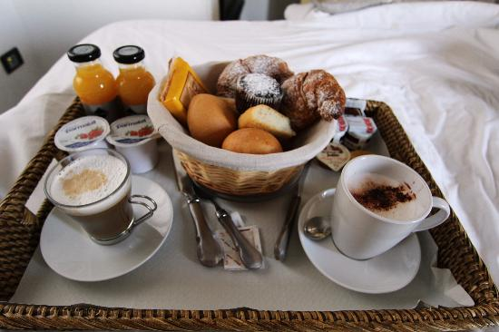 "La Torretta : The ""mandatory"" breakfast in bed...poor us!"