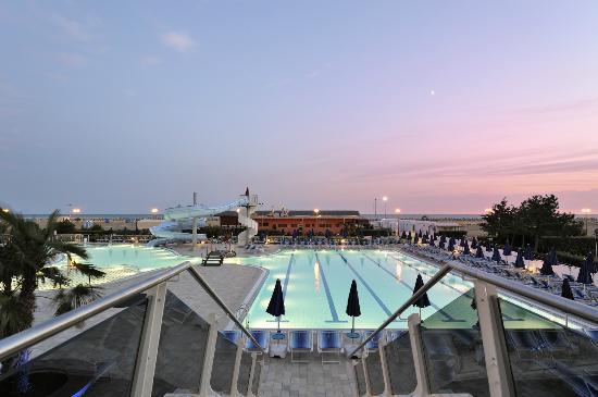 Hotel Cesare Augusto: Piscine al tramonto