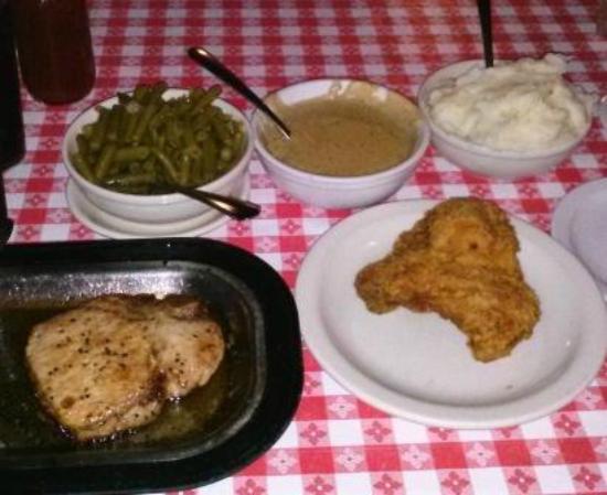 Stroud's Restaurant & Bar : Stroud's Chicken n Pork Chop
