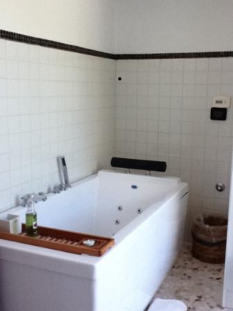 La Torretta: Bathtub in Jr. Pan. Suite