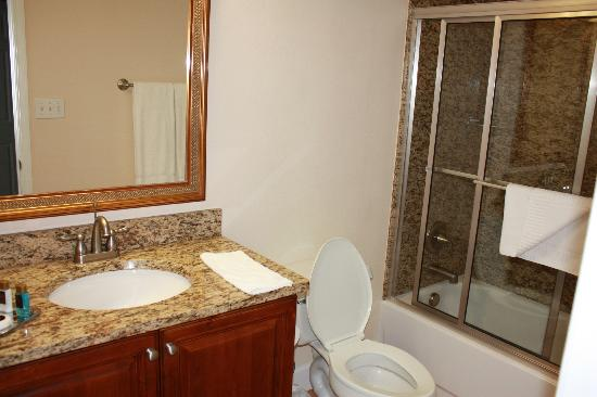 Grande Villas Resort: bathroom