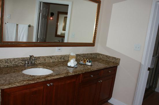 Grande Villas Resort: Master Bathroom