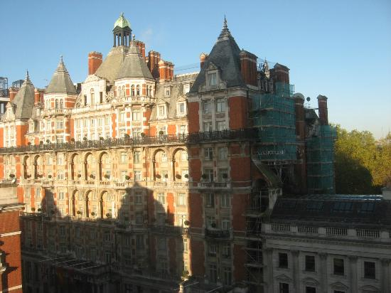 The Park Tower Knightsbridge, A Luxury Collection Hotel, London: Mandarin Oriental is across the street