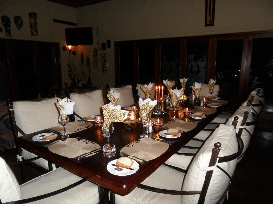 Naledi Bushcamp and Enkoveni Camp: La table du diner