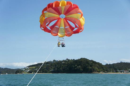 Flying Kiwi Parasail : Flying High
