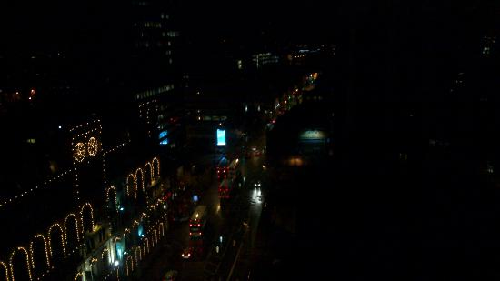 Mercure Manchester Piccadilly Hotel: Night view from the room