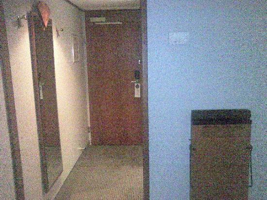 Hotel Crowne Plaza Berlin City Centre: Zimmer Eingangsbereich