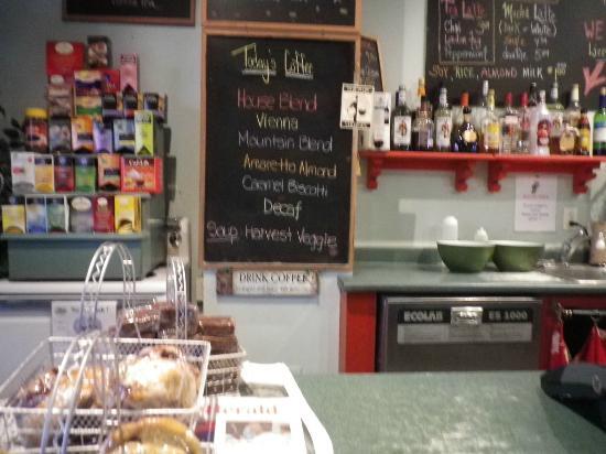 Bean Bank Cafe: Coffee counter