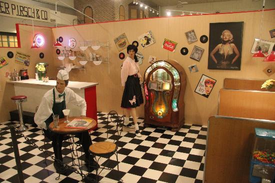 Kenosha History Center: The 50s diner