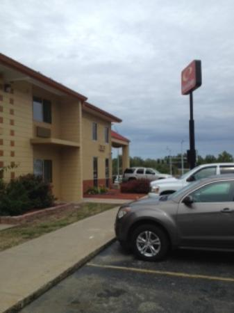 Days Inn Columbia I-70 : Outside facing front
