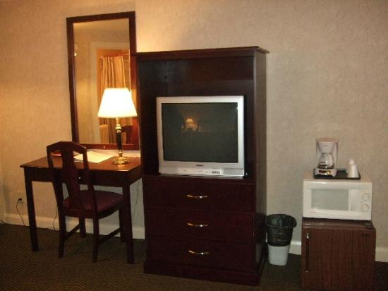 Mt Madison Inn & Suites : Loved the Desk Area