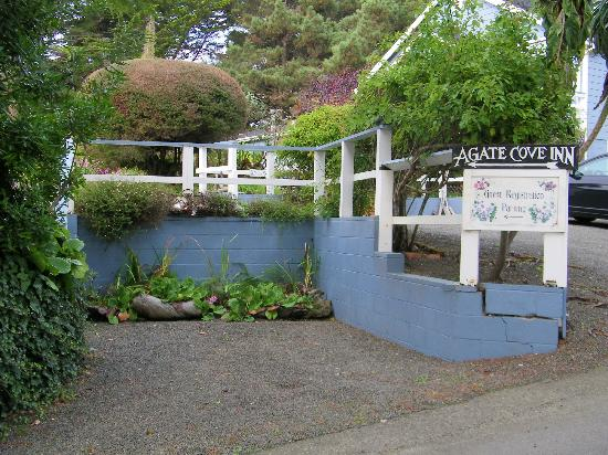 Agate Cove Inn Hotel: Even gorgeous when you park to check-in!