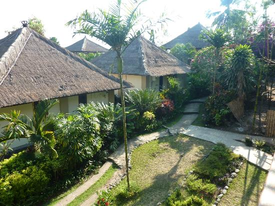 Medewi Bay Retreat: Villas and walkways