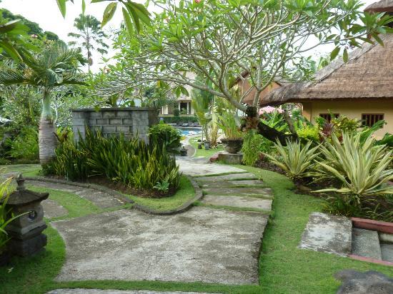 Medewi Bay Retreat: Gardens were very nice