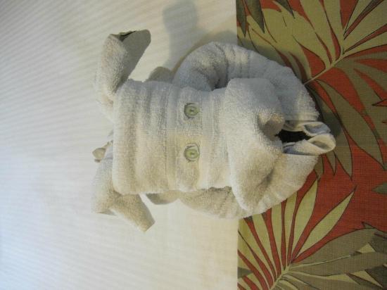 Flamingo Beach Resort And Spa: Towel art