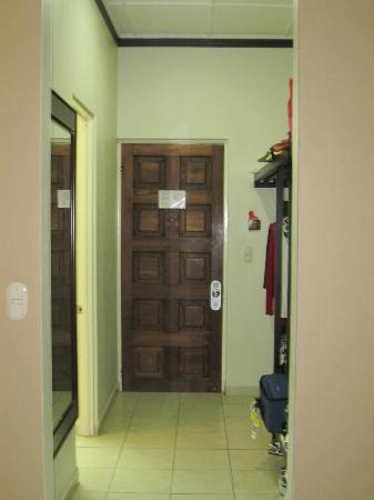 Flamingo Beach Resort & Spa: Closet Area