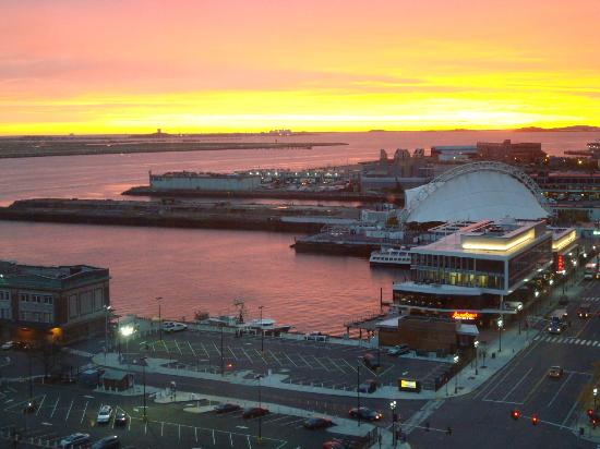 Seaport Boston Hotel: Sunrise view from room