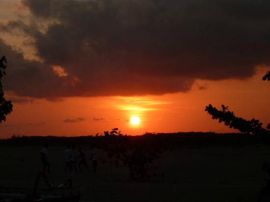 Puri Mesari Hotel & Suites: Sunset over Sanur beach