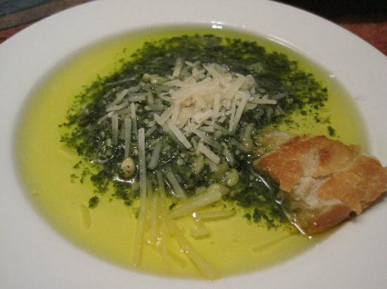 George & Wendy's Sanibel Seafood Grille : Olive oil and pesto served with a warm, crusty Boule