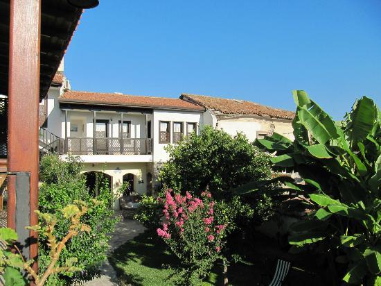 Villa Konak Hotel Kusadasi: 美しいお庭。