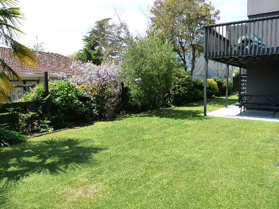Brylin Motel: Garden Area
