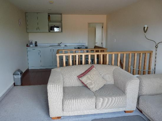 Brylin Motel: 2 Bedroom Unit Lounge/Kitchen