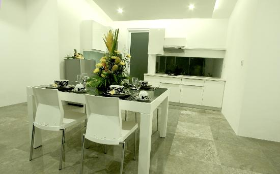 Bali Yarravillas: Dining/kitchen 2 bedroom apartment