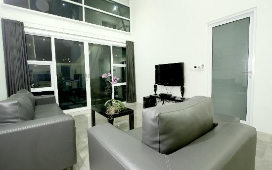 Bali Yarra Villas: Living room 1 bedroom apartment