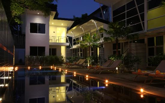 Bali Yarra Villas: At night