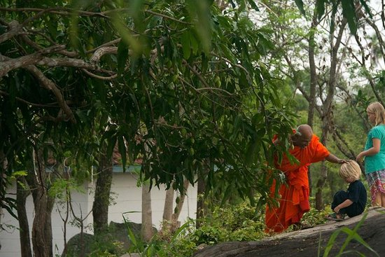 Galkadawala Forest Lodge: friendly monk from the nearby temple