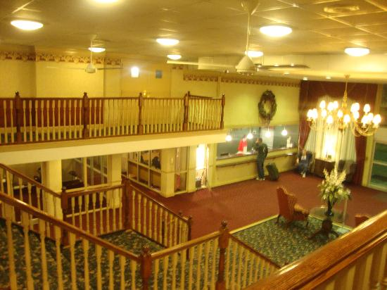 Ramada Morgantown Hotel & Conference Center: Lobby from the second floor