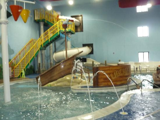 Sleep Inn & Suites and Indoor Water Park: Pool area