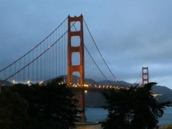 BEST WESTERN PLUS The Tuscan: Golden Gate bridge...quick bus ride, then a great walk!
