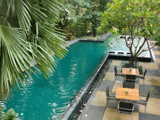 Sukhumvit 12 Bangkok Hotel & Suites: 居心地のいいプール 