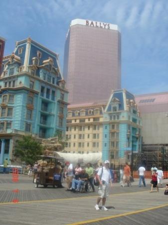 Boardwalk Hall: casinos