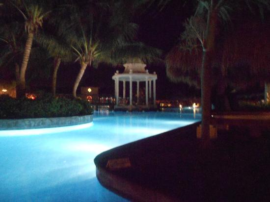 Now Sapphire Riviera Cancun: beautiful day AND night