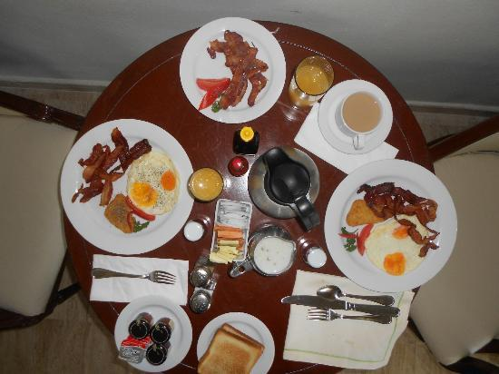 Now Sapphire Riviera Cancun: Room service breakfast...baconbaconbacon. yes please.
