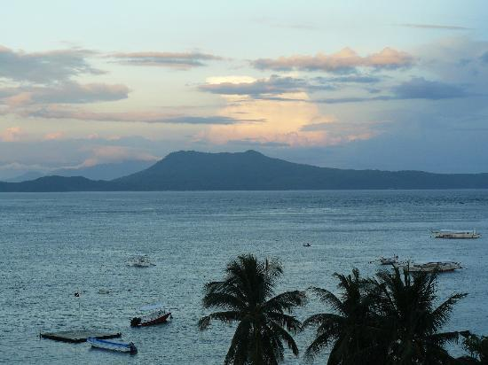Out of the Blue Resort: Late afternoon view from Villa 1