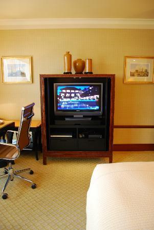Conrad Hong Kong: Room's TV