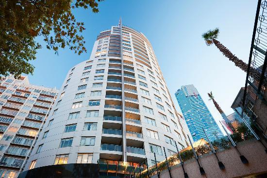 Quay West Suites Melbourne: Hotel Exterior