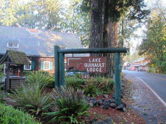 ‪‪Lake Quinault Lodge‬: Entrance‬