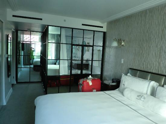Hotel Shangri-La Santa Monica: ベッドルーム